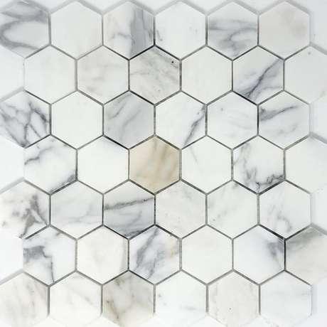 14. Revestimento hexagonal marmorizado – Foto Tilezz