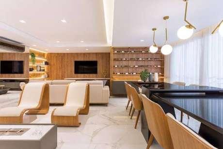 19. Revestimento marmorizado com piso – Foto Casa Sul
