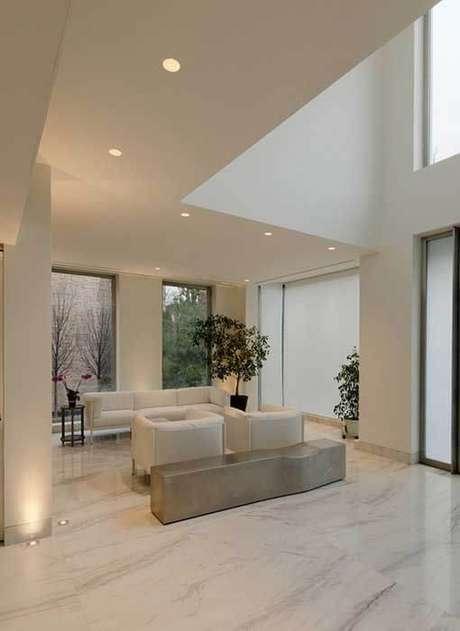 10. Porcelanato marmorizado branco como piso da sala de estar -Foto Pinterest