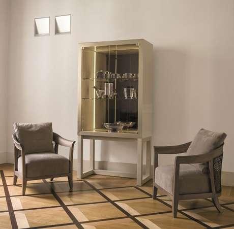 9. Cristaleira pequena e moderna na sala de estar – Foto Archi Expo