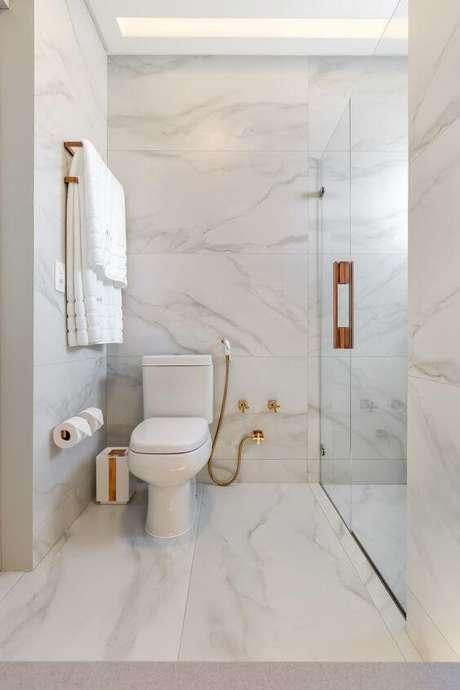 1. Porcelanato marmorizado para banheiro moderno – Foto Moderne Arquitetura