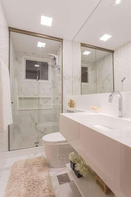 51.Banheiro com revestimento marmorizado cinza – Foto Casa Vogue