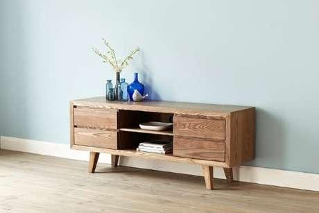 50. Rack retro de madeira na sala de estar – Foto Pinterest
