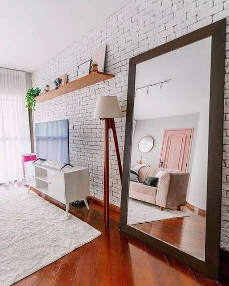 9. Sala branca com rack pé palito – Foto Projetos criativos