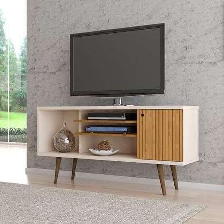 27. Rack para tv com pé de palito madeira – Foto Mobly