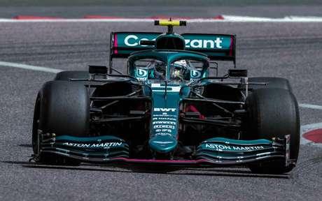 Sebastian Vettel com a Aston Martin durante segundo dia da pré-temporada da Fórmula 1 no Bahrein