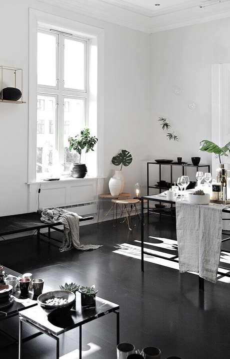 7. Decoração de casa com piso preto com acabamento fosco – Foto Pinterest