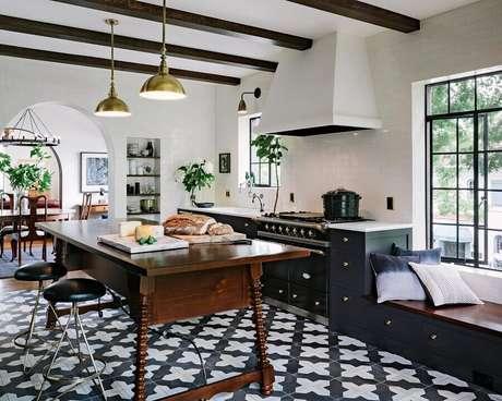 52. Piso preto e branco para decoração de cozinha clássica – Foto Houzz