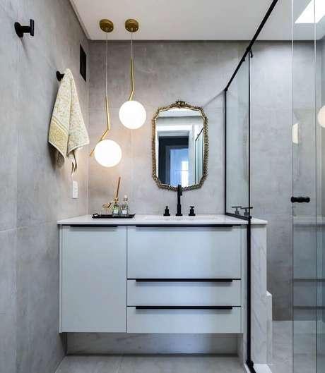 4. Decoração de banheiro cinza com luminária moderna de teto -Foto Arquitetando Ideias