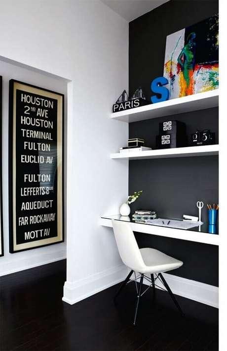 40. Decoração de home office com piso preto liso – Foto Apartment Therapy