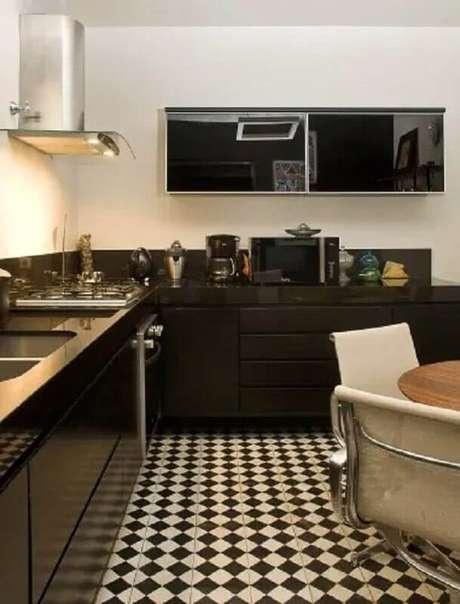 55. Piso preto e branco para decoração de cozinha preta planejada – Foto Decorando Casas