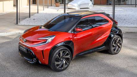 """Toyota Aygo X tem rodas de 19"""", enquanto o Aygo atual tem rodas de 15""""."""