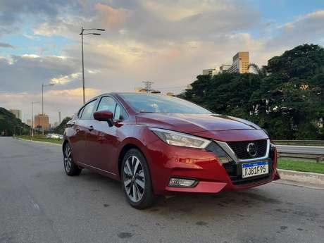 Novo Nissan Versa Exclusive: bem posicionado entre os rivais topo de linha.