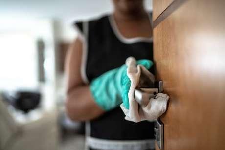 Domésticas estão no grupo dos mais atingidos pela crise econômica da pandemia