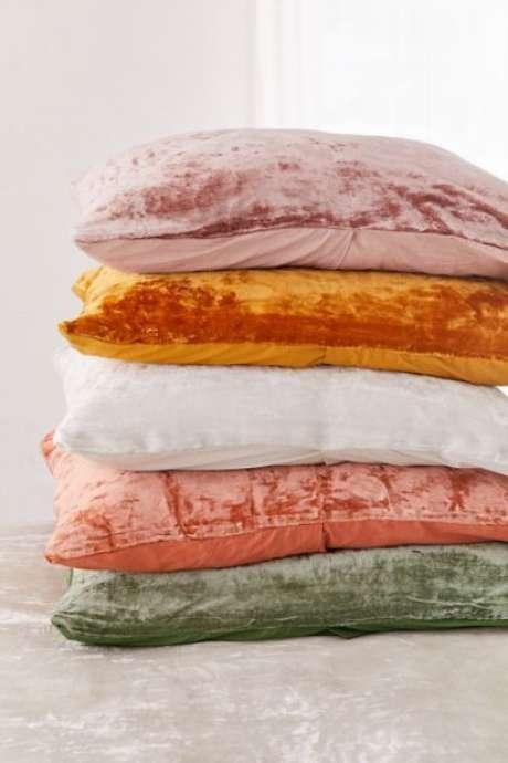 28. Tecido para almofada de veludo – Foto Urban Outfitters