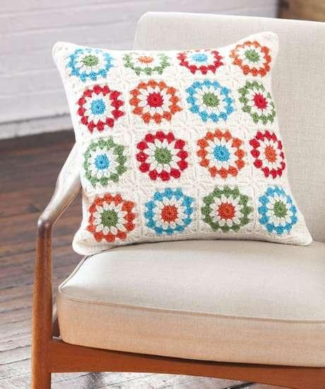 33. Tecido para almofada com crochê – Foto Organize sem frescuras