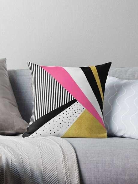 13. Aposte no tecido para almofada colorido Foto Pinterest