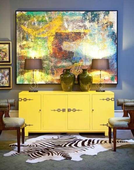 22. Aposte no aparador amarelo para decorar o seu ambiente. Fonte: Pinterest