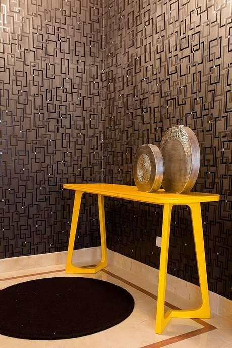 18. Aparador amarelo para sala ou hall de entrada. Fonte: Helen Granzote