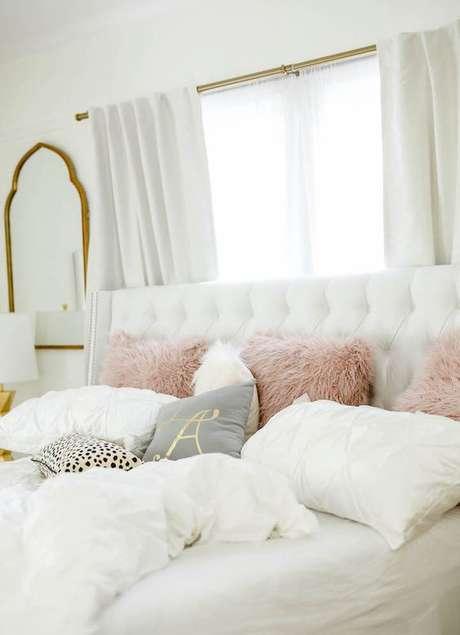 8. Escolha os melhores tecidos para almofada de quarto – Foto Haute Off The Rack