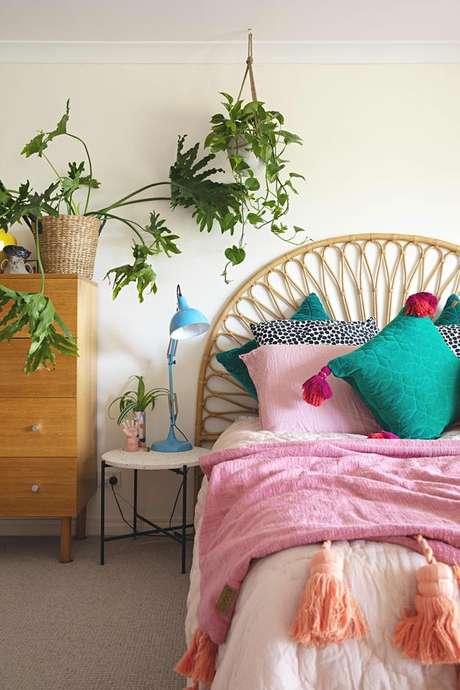 16. Quarto com tecido para almofada colorida – Foto Apartment Therapy