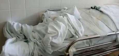 Imagem de corpo em corredor no Hospital de Ceilândia