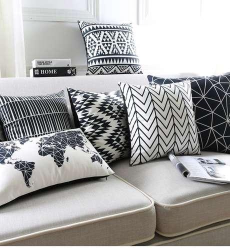 22. Sofá cinza com almofadas estampadas – Foto Ali Express