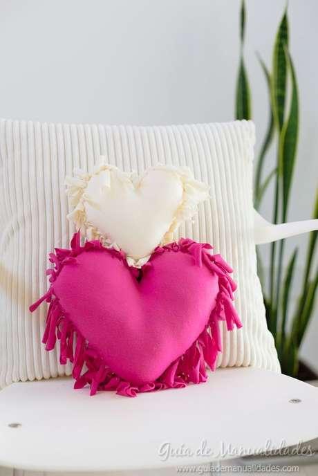 38. Tecido para almofada em formato de coração – Foto Guia de Manualidades