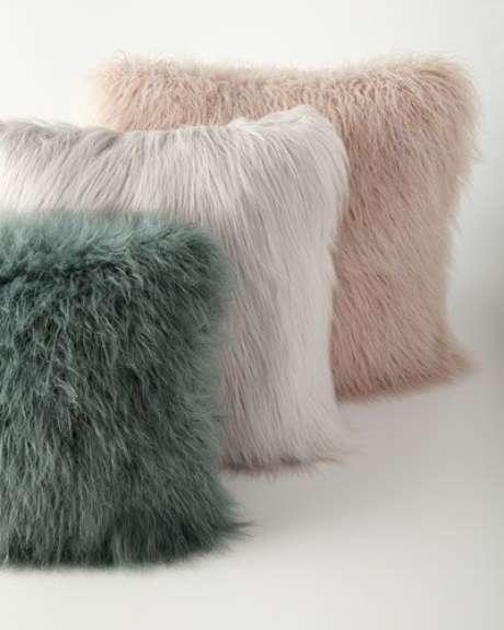 47. Tecido para almofada peludo – Foto Neiman Marcus