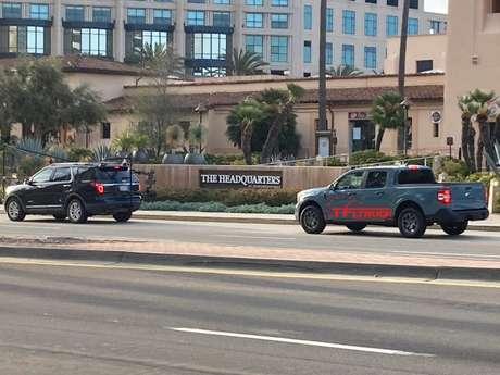 Ford Maverick participa de uma filmagem nas ruas de San Diego, California.