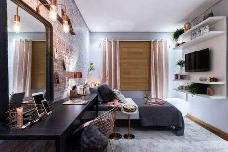 2. Quarto decorado com escrivaninha penteadeira preta. Fonte: DD Show