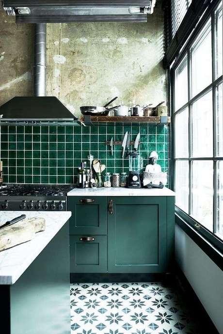 51. Revestimento verde na cozinha americana – Foto MyDomaine