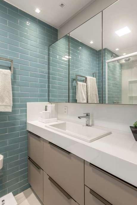 17. Banheiro com revestimento verde água – Foto Concept Surfaces