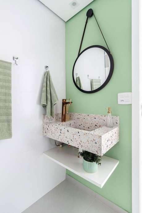 62. Revestimento verde com pia de granilite – Foto Rubiam Vieira Interiores