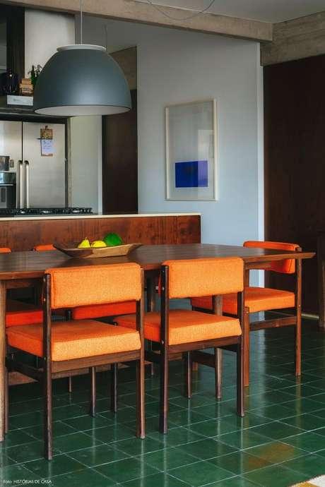 34. Piso de sala de jantar verde – Foto Historias de CAsa