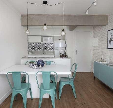 71. Sala de jantar pequena decorada com cadeiras para mesa de jantar moderna – Foto: Pinterest