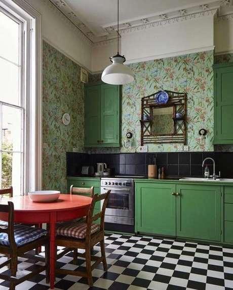 27. Cozinha retro com revestimento verde – Foto Mud About The House