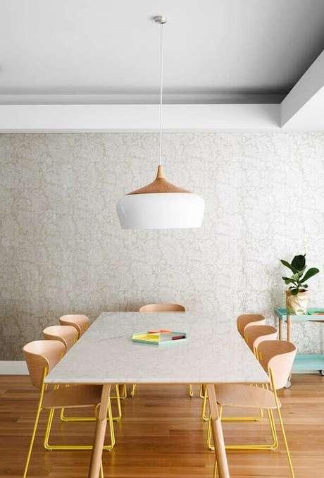 25. Decoração clean com cadeiras de madeira para mesa de jantar modernas – Foto: Pinterest