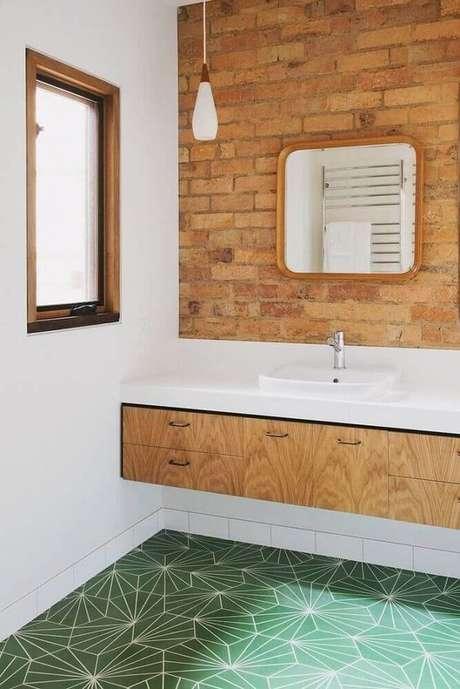 61. Revestimento verde para piso de banheiro moderno – Foto Revista VD