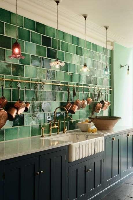 25. Cozinha com revestimento verde – Foto Casa Vogue