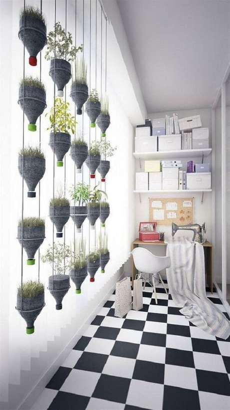 12. Modelo de horta em apartamento com garrafa pet. Fonte: Pinterest