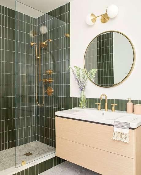 13. Banheiro com revestimento verde no box – Foto Casa de Valentina