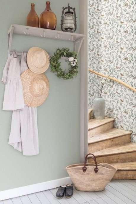 43. Revestimento verde claro para casa moderna – Foto Real Homes