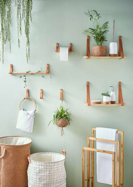 18, Banheiro verde claro com itens de madeira – Foto Leroy Merlin