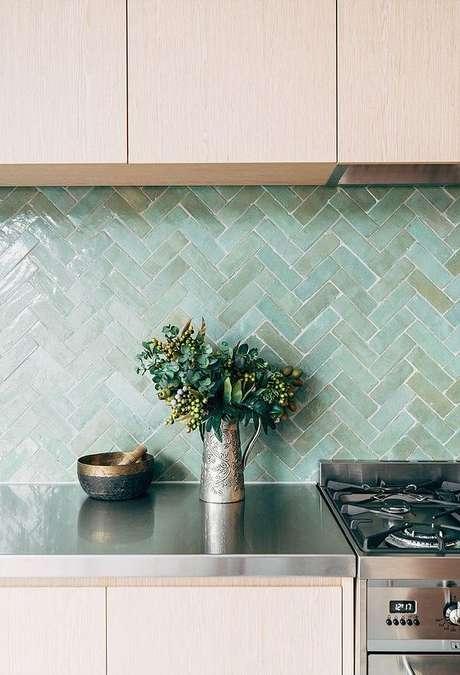 22. Cozinha com revestimento verde agua – Foto Doris Leslie Blau
