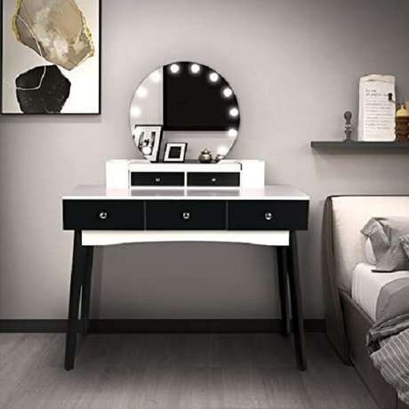 23. Modelo de penteadeira preta e branca com luz de Led e gavetas. Fonte: Pinterest