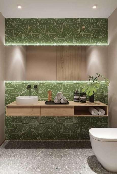 54. Revestimento verde para banheiro – Foto Reciclar e Decorar