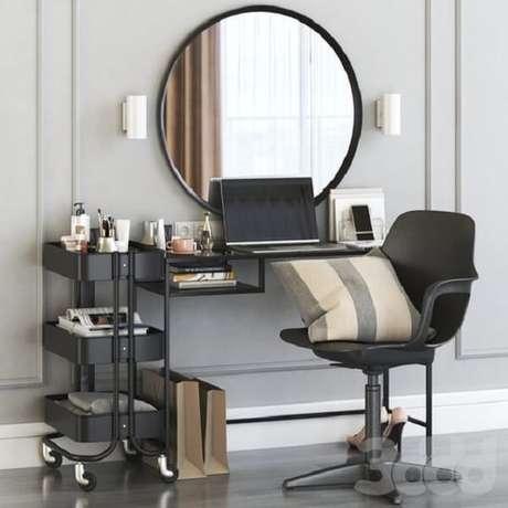 10. A escrivaninha penteadeira preta ajuda nas horas de trabalho e nas etapas de embelezamento. Fonte: Pinterest