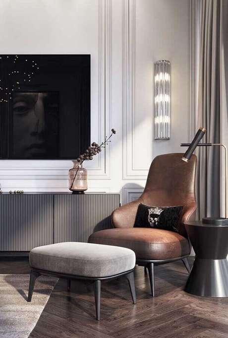 47. Decoração de sala cinza moderna com poltrona marrom escuro – Foto: Architecture Art Designs