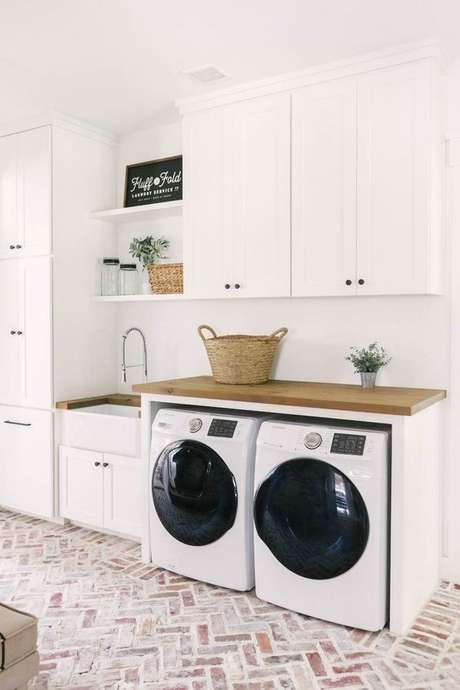 12. Área gourmet planejada com lavanderia pequena – Foto Pinterest